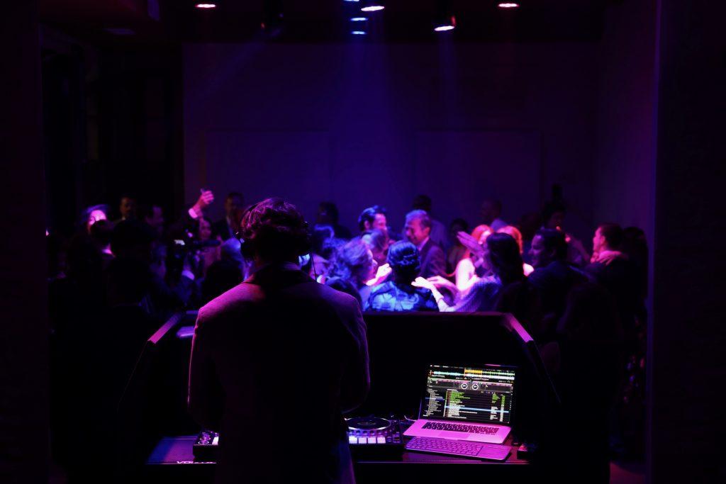 DJ para Boda en Sevilla. Sonido en Directo con equipo musical.